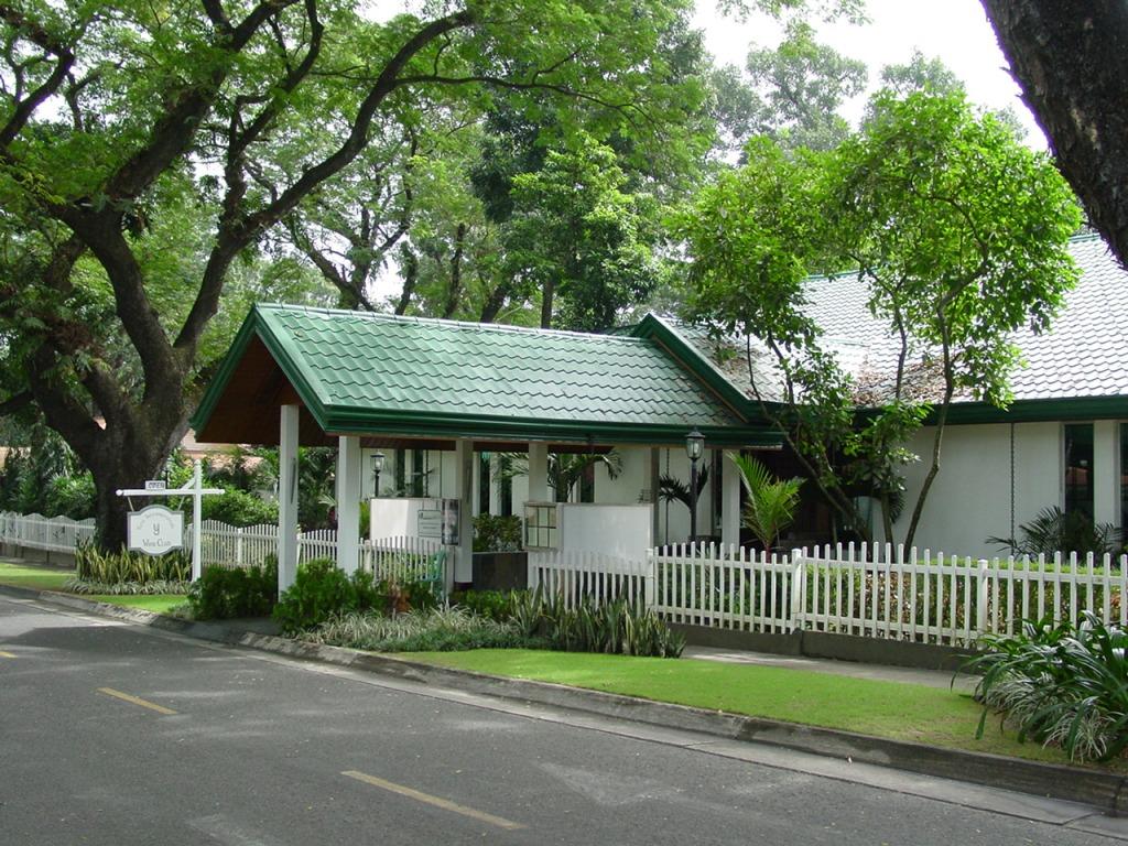 Yats Restaurant in Clark